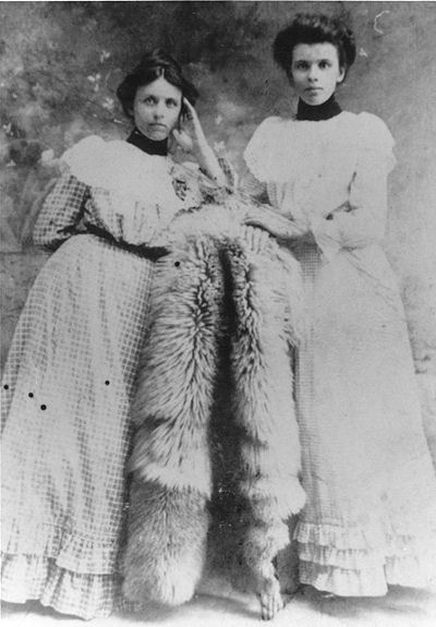 photograph of Levie Alice and Mary Lula Chanlder